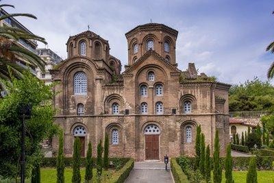 کلیسای پاناگیا چالکئون، جدا از شلوغی تسالونیکی