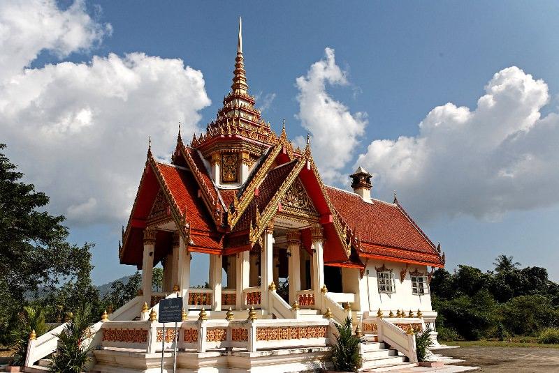 معبد Phra واقع در Thalang