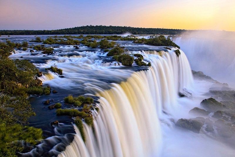 آبشار ایگواسو برزیل و آرژانتین