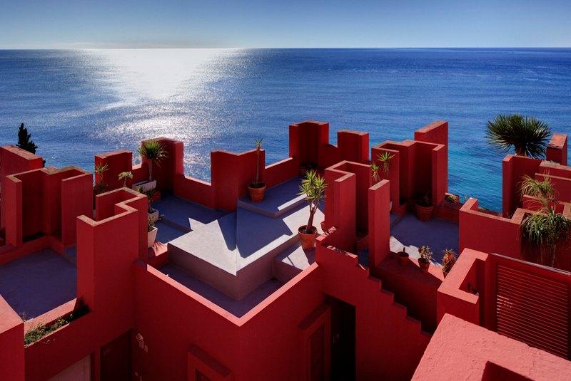دیوار قرمز اسپانیا