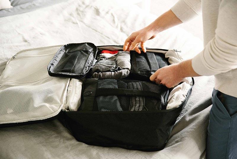 لوازم غیر ضروری در چمدان
