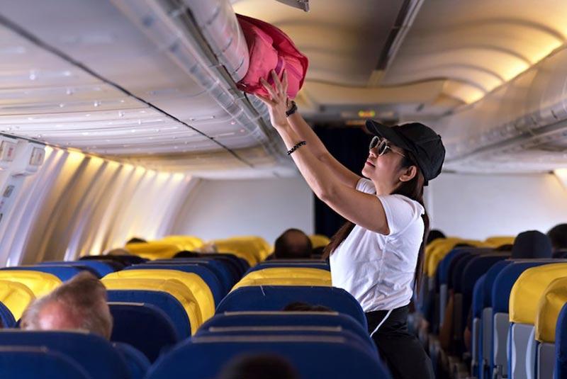 لوازم ضروری در هواپیما