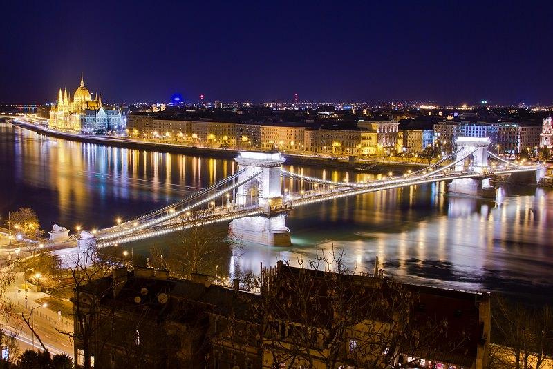 پل زنجیری بوداپست