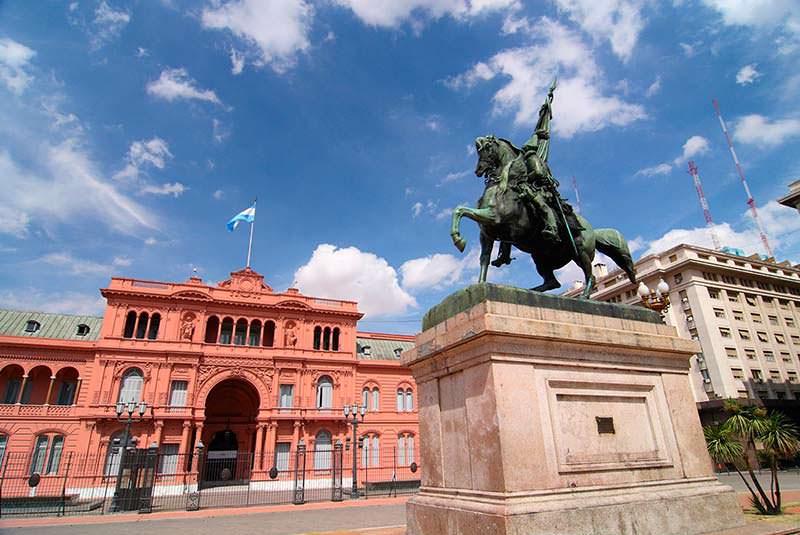 میدان پلازا د مایو بوئنوس آیرس آرژانتین