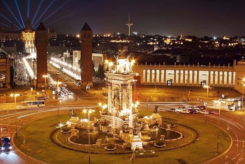 میدان اسپانیا در بارسلونا