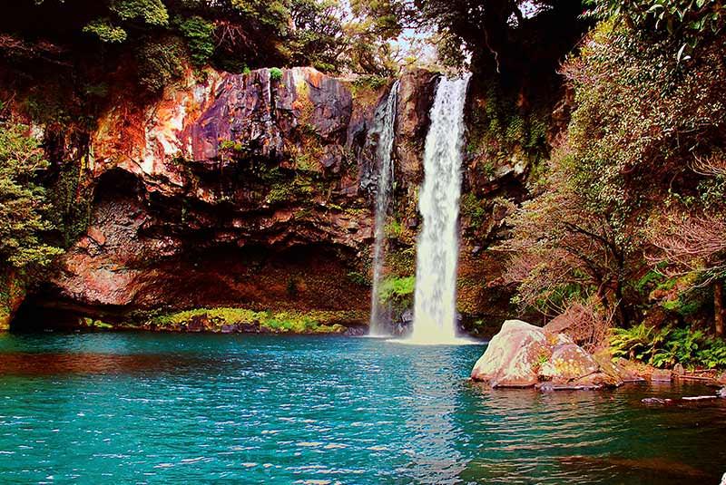 آبشار چئون جی یئون در جیجو