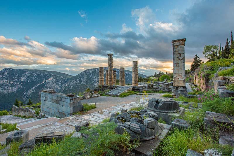 شهر باستانی دلفی - معبد دلفی