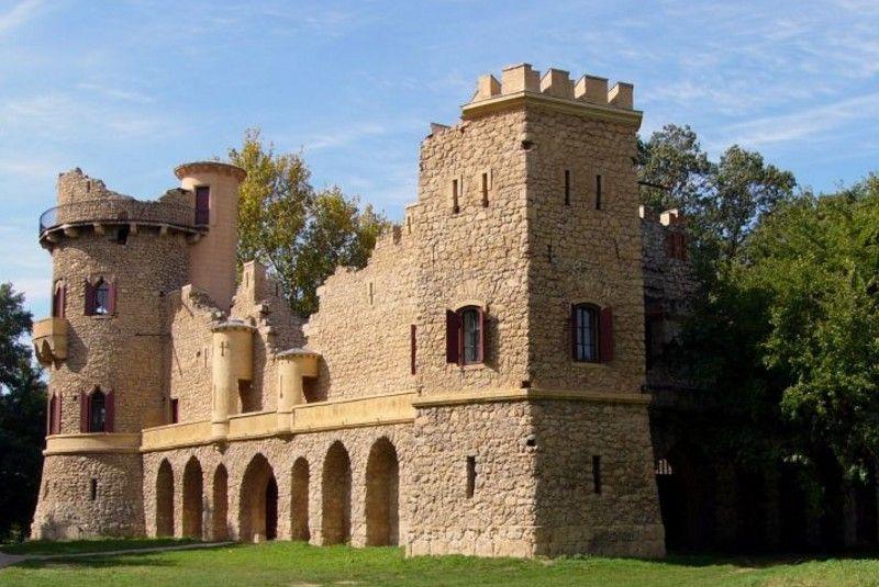 قلعه مخروبه لدنیس