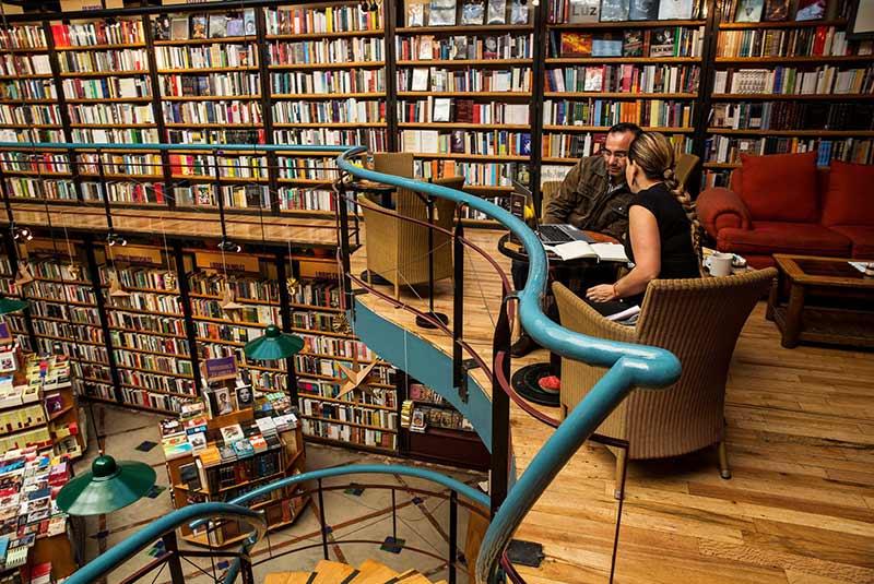 کافه کتاب اِل پِندولو در مکزیکوسیتی