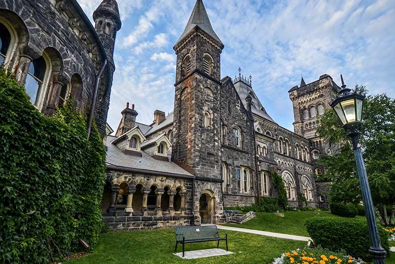 یونیورسیتی کالج تورنتو