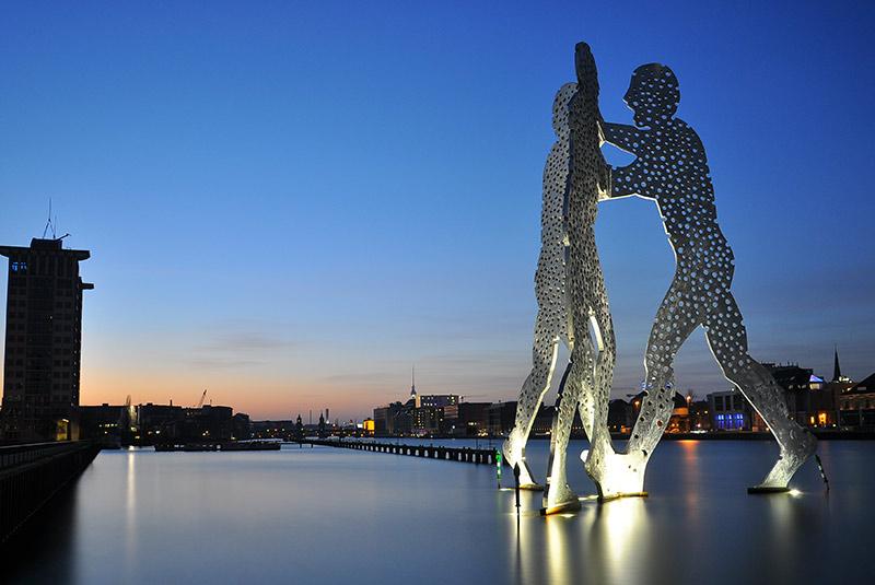 مجسمه مرد مولکولی در برلین