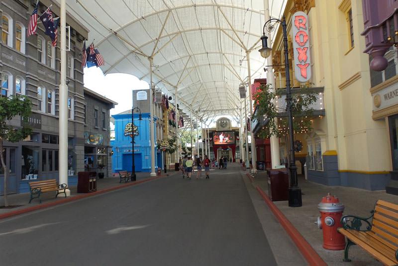 پارک جهان فیلم برادران وارنر در گلدکست استرالیا
