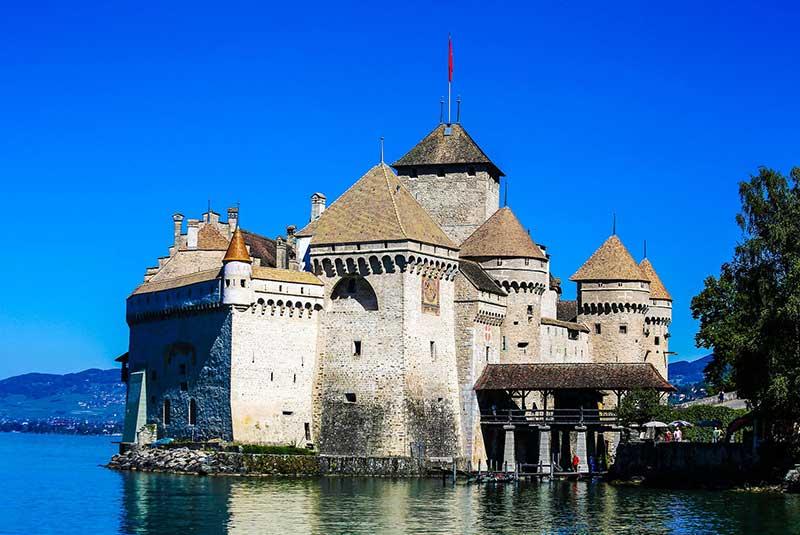 قلعه شیون در مونترو سوئیس