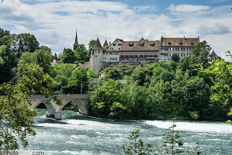 قلعه لائوفن در سوئیس