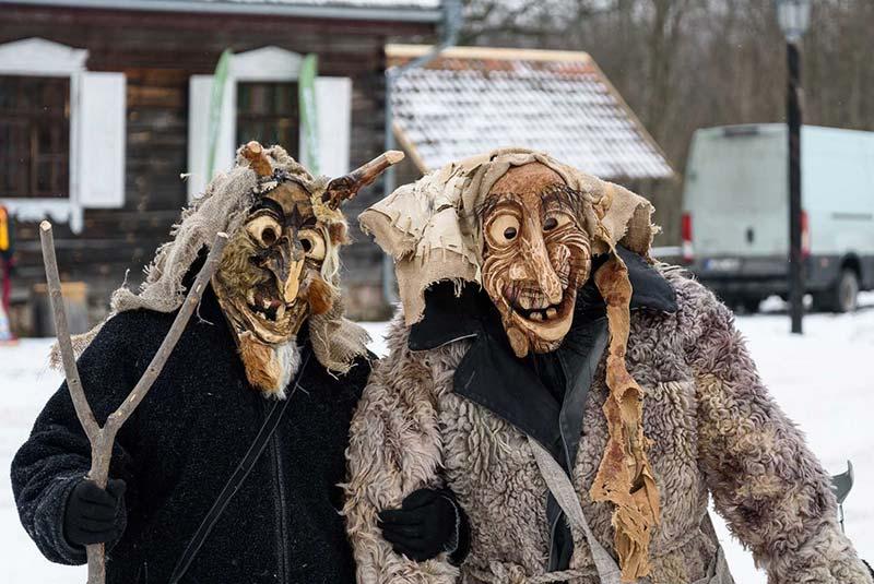 ماسکهای عروسکی کریسمس در سوئیس