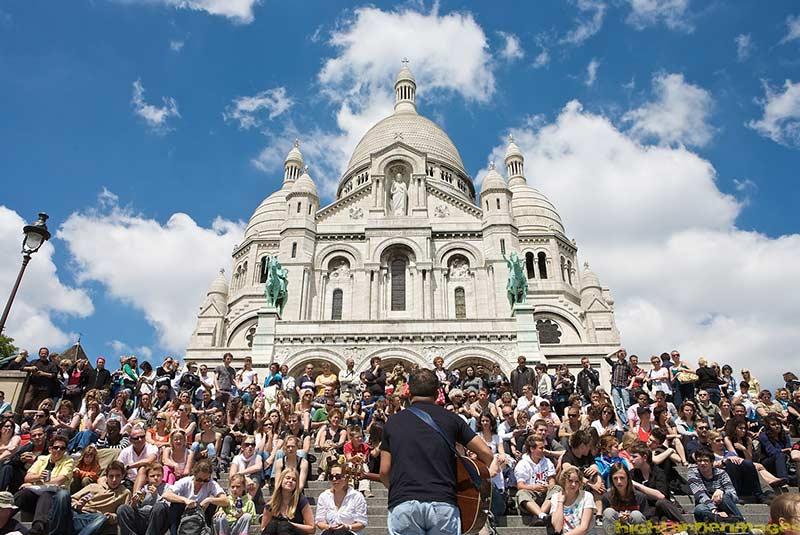 فصل های شلوغ پاریس در ساکره کور