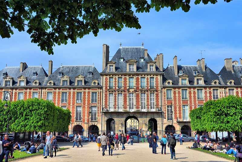 میدان ووژ - تماشای مردم پاریس