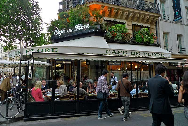 کافه دو فلو - تماشای مردم پاریس