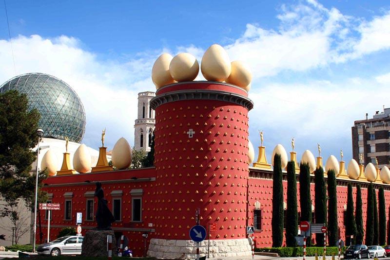 تئاتر-موزه، سالوادور دالی