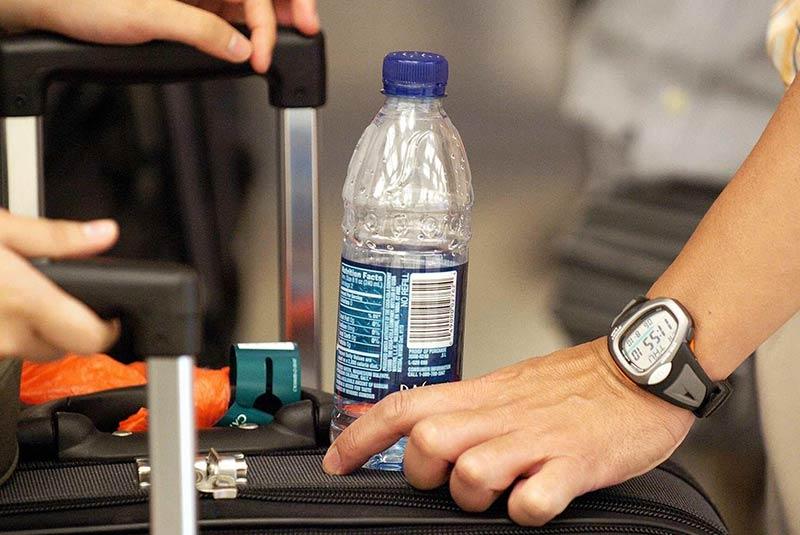 از آب داخل هواپیما ننوشید