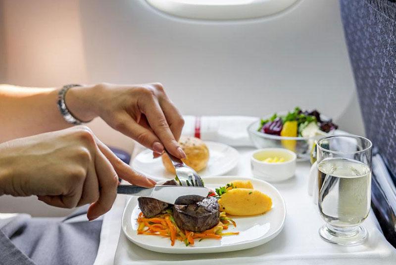 طعم غذا در هواپیما فرق می کند