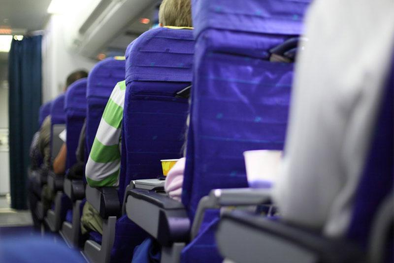 در هواپیما از صندلی های راهرو پرهیز کنید