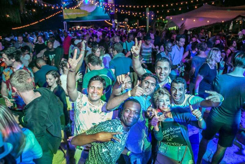 مهمانی ساحل کندوا
