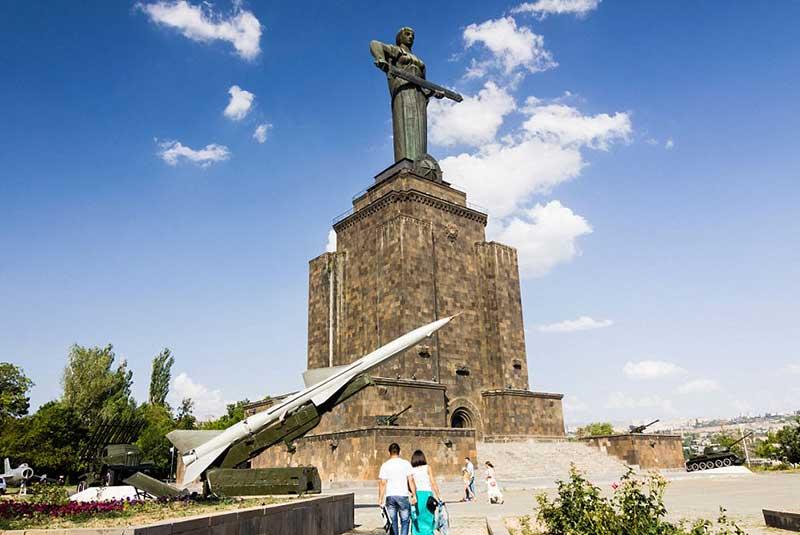 مجسمه مادر ارمنستان در ایروان