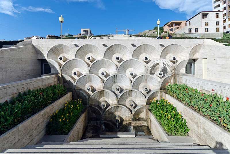 موزه و پلکان آبشار در ایروان