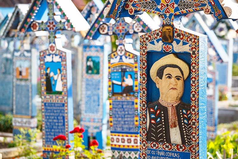 قبرستان مری، رومانی