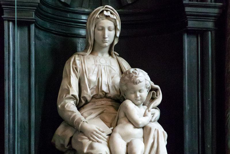 مجسمه مدونا و کودک میکل آنژ در شهر بروژ بلژیک