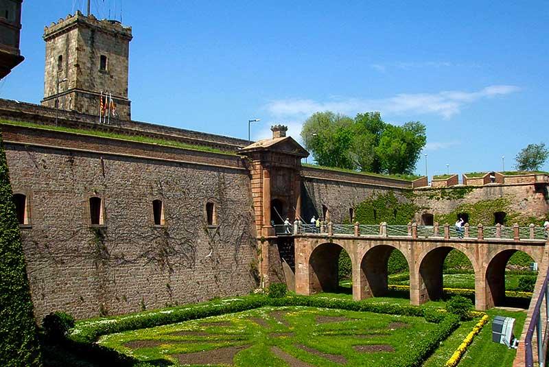قلعه مونجوئیک در بارسلونا