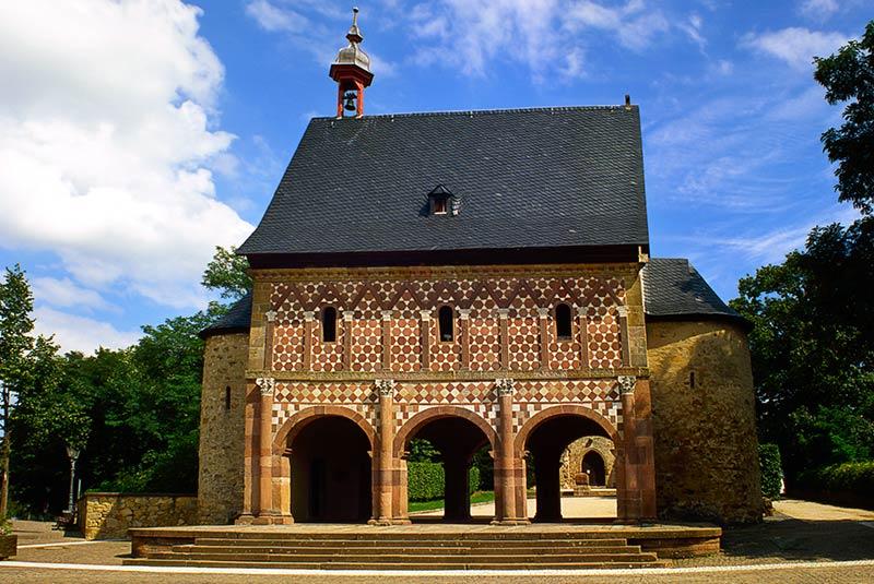 صومعه ی لورش در آلمان - معماری کارولنژی