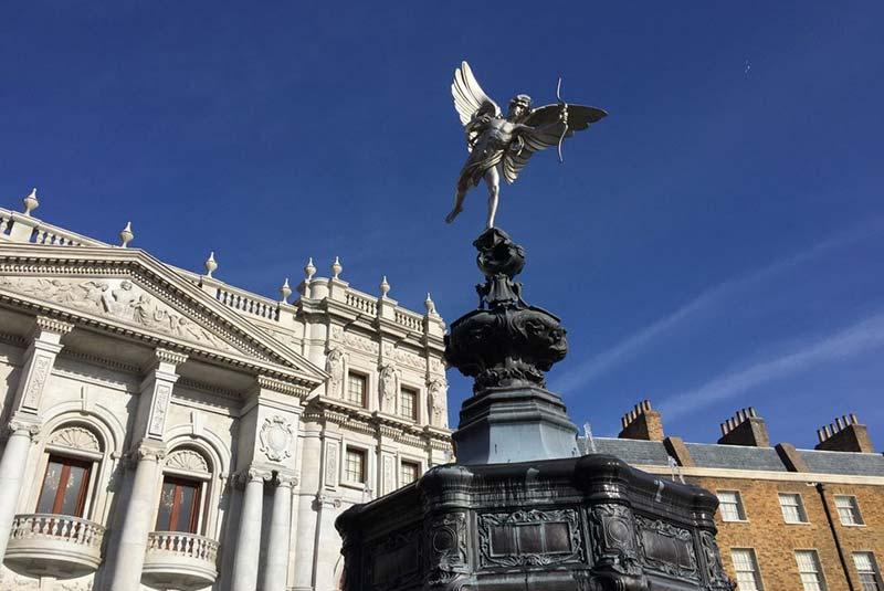میدان پیکادلی لندن