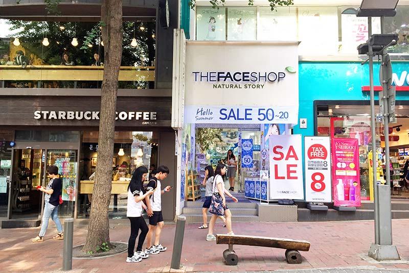خیابان خرید دانشگاه زنان یوا در سئول