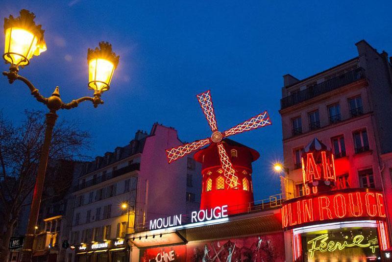 مولن روژ در پاریس