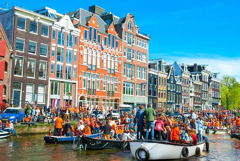 روز ملی پادشاه در آمستردام