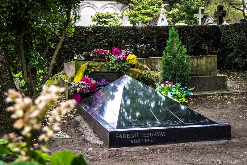 مقبره صادق هدایت در قبرستان پرلاشز در پاریس