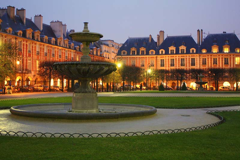 میدان وژ در پاریس