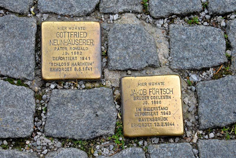 پلاک های برنجی پیاده روهای برلین