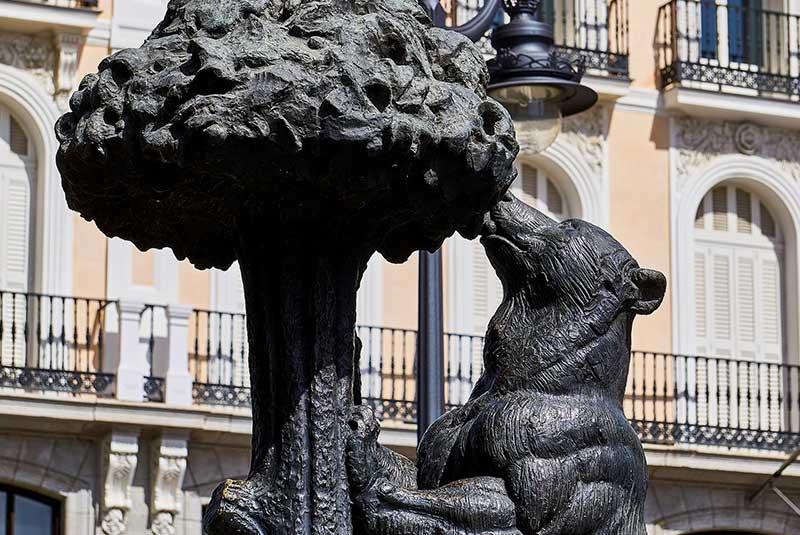 مجسمه خرس و درخت در مادرید