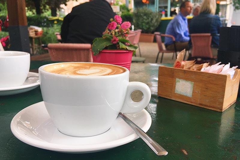 یک فنجان قهوه در رم