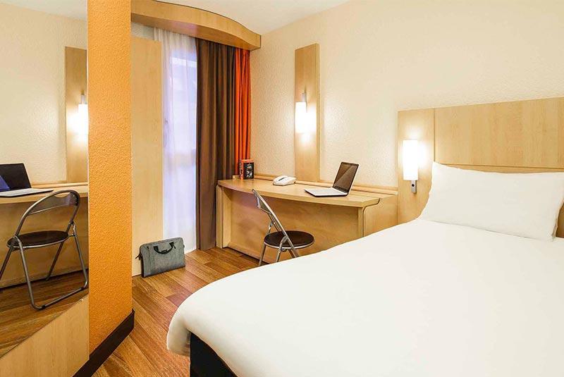 هتل ایبیس ورسای، سفر از پاریس به ورسای