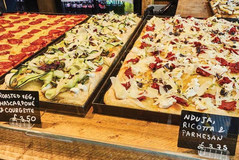 Pizza al taglio در رم ایتالیا