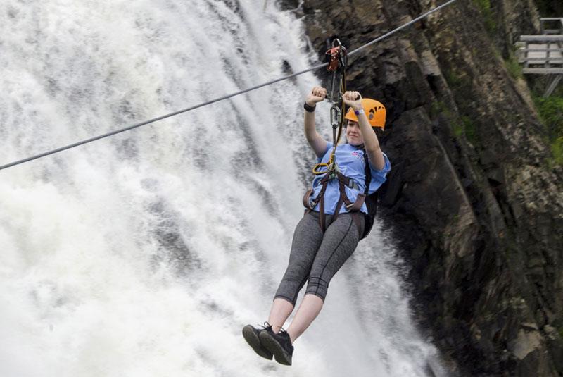 زیپ لاین آبشار مونمورانسی