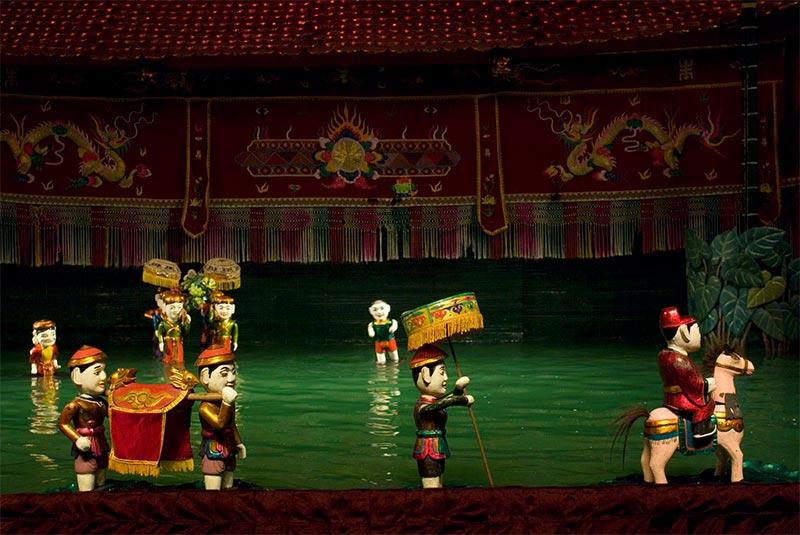 نمایش عروسکی در آب هانوی
