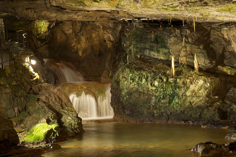آبشار و غار سنت بیوتاس