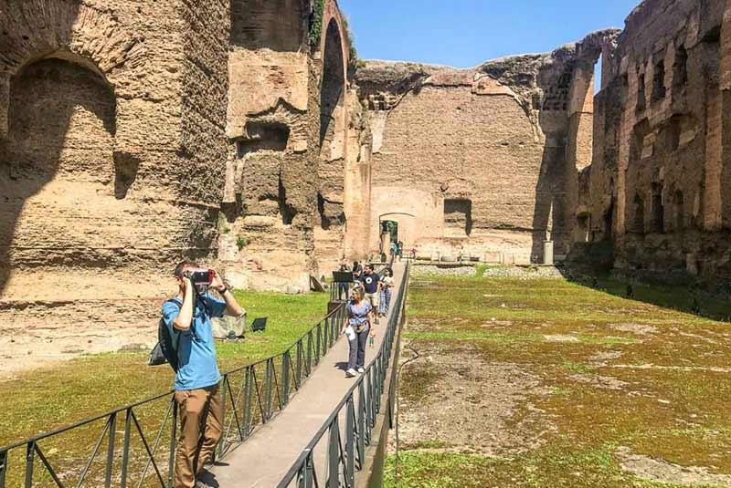 فرار از شلوغی رم