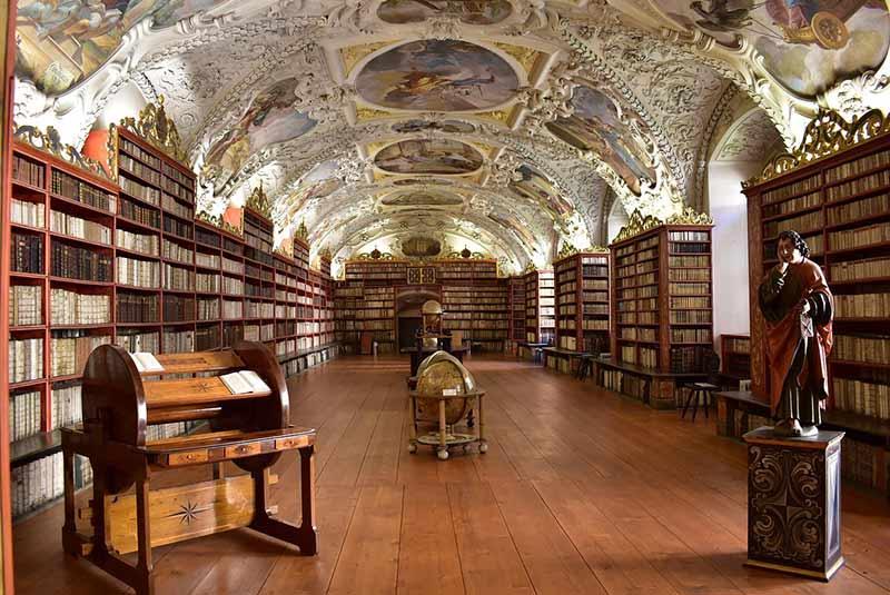 جاذبه های پراگ - کتابخانه استراهو