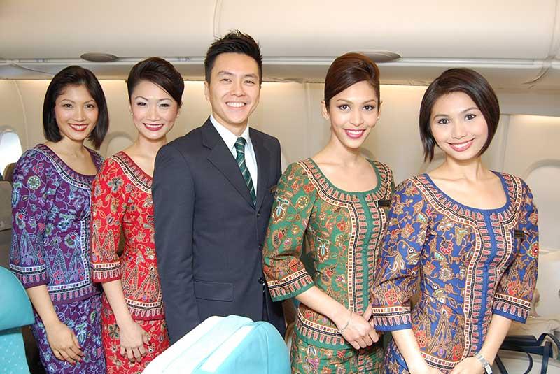 لباس خلبانان و مهمانداران سنگاپور